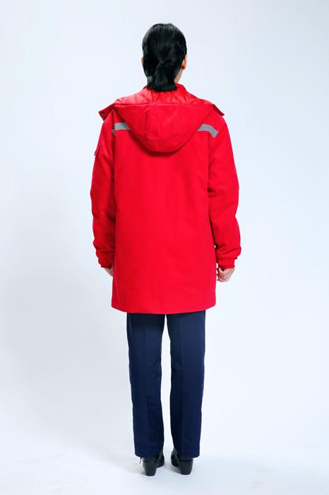 大红棉衣模特展示背面图